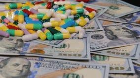 Τα ιατρικά χάπια είναι στα δολάρια Ακριβά φάρμακα, φαρμακευτική επιχείρηση Η ανάπτυξη και η παραγωγή των φαρμάκων φιλμ μικρού μήκους