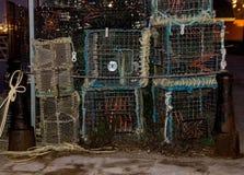 Τα δοχεία και τα δίχτυα αστακών σε Poole ελλιμενίζουν έτοιμο να πάνε στοκ εικόνες