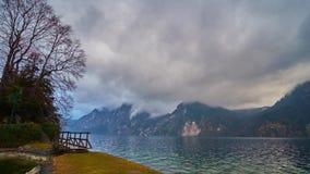 Τα σύννεφα σε Traunstein τοποθετούν, Traunkirchen, Salzkammergut, Αυστρία απόθεμα βίντεο