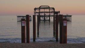 Τα υπολείμματα της πρώην παραλίας του Μπράιτον στην Αγγλία φιλμ μικρού μήκους