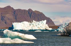 Τα παγόβουνα στη λιμνοθάλασσα Ισλανδία Jokulsarlon ΕΙΝΑΙ Ευρώπη στοκ φωτογραφία με δικαίωμα ελεύθερης χρήσης