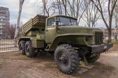Τα BM-21 είναι ένα σοβιετικό 122mm σύστημα εκτοξευτών ρουκετών caliber αυτοπροωθούμενο στοκ εικόνα