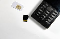 Τηλέφωνο μπουτόν, ανάλυση, κάρτα SIM, κάρτα μνήμης στοκ φωτογραφία