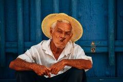 Τοπικά posses για τη κάμερα στο Τρινιδάδ, Κούβα στοκ φωτογραφία με δικαίωμα ελεύθερης χρήσης