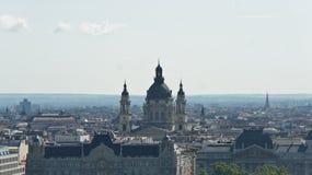 Τοπ άποψη της βασιλικής και των στεγών Αγίου Stephen s στη Βουδαπέστη, ηλιόλουστη ημέρα, Ουγγαρία στοκ εικόνα