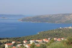 Τοπ άποψη της κροατικής ακτής και των κοντινών νησιών στοκ εικόνα με δικαίωμα ελεύθερης χρήσης