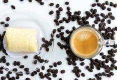 Τοπ άποψη του espresso πυροβοληθε'ντος και του μαλακού κέικ ρόλων στοκ εικόνες με δικαίωμα ελεύθερης χρήσης