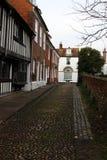 Το Α η οδός που ευθυγραμμίστηκε με τα σπίτια στοκ εικόνες