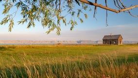 Το εγκαταλειμμένο σπίτι κοντινό αντέχει τη λίμνη, Γιούτα στοκ εικόνα