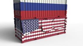 Το εμπορευματοκιβώτιο με τη σημαία της Ρωσίας σπάζει το εμπορευματοκιβώτιο φορτίου με σημαία των Ηνωμένων Πολιτειών Εμπορικός πόλ ελεύθερη απεικόνιση δικαιώματος