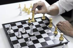 Το επιχειρησιακό σκάκι, έξυπνη επιχείρηση, επιχειρησιακό παιχνίδι κάθε ανταλλαγή παιχνιδιών είναι σημαντικό στοκ φωτογραφία με δικαίωμα ελεύθερης χρήσης