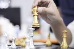 Το επιχειρησιακό σκάκι, έξυπνη επιχείρηση, επιχειρησιακό παιχνίδι κάθε ανταλλαγή παιχνιδιών είναι σημαντικό στοκ εικόνα με δικαίωμα ελεύθερης χρήσης