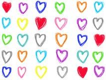 Το ζωηρόχρωμο σχέδιο μορφής καρδιών κρητιδογραφιών doodle απομονώνει στο άσπρο υπόβαθρο διανυσματική απεικόνιση