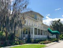 Το ιστορικό πανδοχείο όχθεων της λίμνης, τοποθετεί τη Dora, Φλώριδα στοκ εικόνα