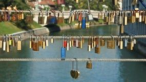 Το Λουμπλιάνα, Σλοβενία - 07/19/2015 - αγαπά τις κλειδαριές στη γέφυρα χασάπηδων, ηλιόλουστη ημέρα στοκ φωτογραφία με δικαίωμα ελεύθερης χρήσης