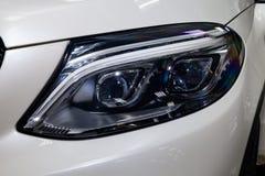Το μέτωπο οδήγησε την άποψη προβολέων στάσεων αυτοκινήτων της Mercedes-Benz GLE Coupe AMG 63s πολυτέλειας των πολύ ακριβών νέων ά στοκ εικόνα με δικαίωμα ελεύθερης χρήσης