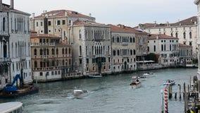 το μεγάλο κανάλι στην περιοχή Cannaregio της Βενετίας απόθεμα βίντεο
