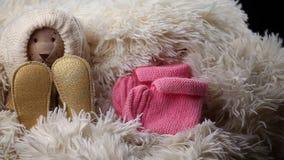 Το νεογέννητο μαλλί μωρών ντύνει το παιχνίδι παπουτσιών αντέχει φιλμ μικρού μήκους