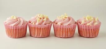 Το ροζ, strawbery, φρούτα cupcakes Γλυκό επιδόρπιο, shortcakes με την κρέμα Τρόφιμα γενεθλίων, κέικ, muffin απαγορευμένα στοκ εικόνες