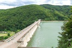 Το φράγμα στη λίμνη Poiana Uzului, Bacau, Ρουμανία στοκ φωτογραφία με δικαίωμα ελεύθερης χρήσης