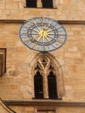 Το παράθυρο και το ρολόι στην οικοδόμηση της εκκλησίας του ST Jacob στοκ φωτογραφίες