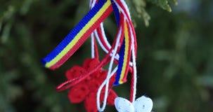 Το Martisor είναι μια κόκκινη και άσπρη σειρά και που προσφέρεται από τους ανθρώπους την 1η Μαρτίου ως φυλακτό αγάπης φιλμ μικρού μήκους