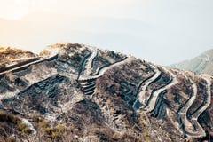 Τραχιά έκταση των χαμηλότερων Ιμαλαίων στο ανατολικό Sikkim, Zuluk ή Dzuluk, από το σημείο άποψης Thambi Δρόμος με πολλ'ες στροφέ στοκ εικόνες