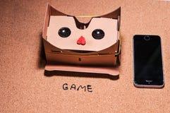 τρισδιάστατα γυαλιά για το παιχνίδι στο κινητό τηλέφωνο στοκ εικόνες