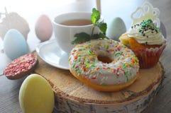 Τσάι και γλυκά στοκ φωτογραφία με δικαίωμα ελεύθερης χρήσης