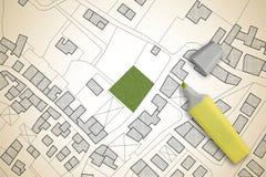 Φανταστικός κτηματολογικός χάρτης του εδάφους με ένα ελεύθερο πράσινο έδαφος διαθέσιμο για την οικοδόμηση κτηρίου - εικόνα έννοια στοκ φωτογραφία