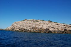 Φθάνοντας στο πάρκο φύσης TelaÅ ¡ 5$α ‡ ica - άγριοι απότομοι απότομοι βράχοι και τοπίο καρστ στοκ εικόνες με δικαίωμα ελεύθερης χρήσης