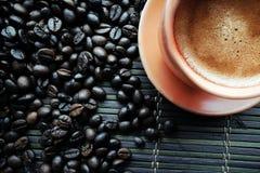 Φλυτζάνι Coffe με τα φασόλια καφέ στοκ φωτογραφία