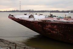 Φορτηγίδα που δένεται στην ακτή του ποτάμι Μισισιπή στοκ εικόνα