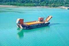 Φορτηγό πλοίο εμπορευματοκιβωτίων Nternational στον ωκεανό, μεταφορά και λογιστικός στοκ εικόνες