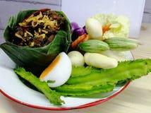 Φρέσκο λαχανικό με τη σάλτσα τσίλι, ταϊλανδικά τρόφιμα στοκ εικόνες με δικαίωμα ελεύθερης χρήσης