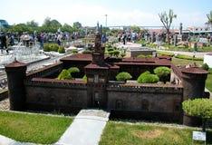 """Φρούριο του Μιλάνου στο θεματικό πάρκο """"Ιταλία στη μικροσκοπική """"Ιταλία στο miniatura Viserba, Rimini, Ιταλία στοκ εικόνες"""