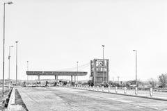 Φόρος Plaza Brandfort μεταξύ Brandfort και του Bloemfontein μονοχρωματικός στοκ φωτογραφίες