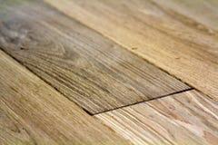 Φυσικοί ανοικτό καφέ ξύλινοι πίνακες πατωμάτων παρκέ Ηλιόλουστη μαλακή κίτρινη σύσταση, διαστημικό υπόβαθρο προοπτικής αντιγράφων στοκ φωτογραφία με δικαίωμα ελεύθερης χρήσης