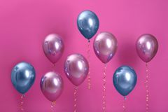 Φωτεινά μπαλόνια με τις κορδέλλες στοκ εικόνες με δικαίωμα ελεύθερης χρήσης