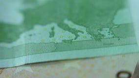 Χάρτης της Ευρώπης στο ευρο- τραπεζογραμμάτιο Κινηματογράφηση σε πρώτο πλάνο των ευρο- χρημάτων εγγράφου σημειώσεων 100 Μακρο άπο απόθεμα βίντεο