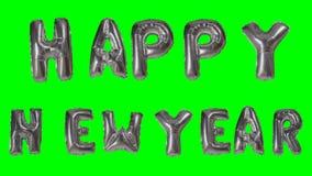 Χαιρετισμός καλής χρονιάς λέξης από τις ασημένιες επιστολές μπαλονιών ηλίου που επιπλέουν στην πράσινη οθόνη - απόθεμα βίντεο