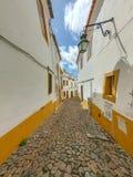 Χαρακτηριστικός διπλανός δρόμος της Πορτογαλίας στοκ φωτογραφία με δικαίωμα ελεύθερης χρήσης
