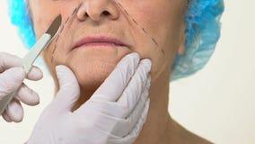 Χειρουργικό νυστέρι χειρούργων εκμετάλλευσης γιατρών κλινικών, που αρχίζει ανυψωτικός τη λειτουργία, προσοχή αντι-ηλικίας φιλμ μικρού μήκους