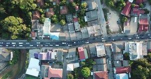 Χρονικό σφάλμα της κυκλοφορίας στην περιφερειακή οδό Koh Samui, Ταϊλάνδη Εναέρια τοπ άποψη απόθεμα βίντεο