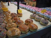 Χρόνος για doughnuts στοκ εικόνα