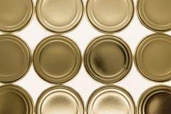 Χρυσό υπόβαθρο καπακιών βάζων που απομονώνεται στο άσπρο υπόβαθρο στοκ εικόνες