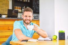 Υγιής διατροφή βιταμινών προσοχής ατόμων κατά τη διάρκεια της εργάσιμης ημέρας Φυσική και διανοητική έννοια ευημερίας Το άτομο κά στοκ εικόνες