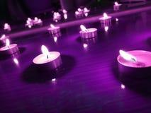 Υπόβαθρο της Νίκαιας με τα φω'τα κεριών στο πάτωμα στοκ εικόνα