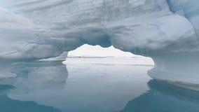 Ωκεάνιο seascape παγετώνων της Ανταρκτικής αψίδων παγόβουνων φιλμ μικρού μήκους