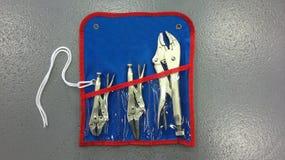 Πένσες κλειδώματος με το κυρτό σαγόνι και μακριά μύτη με τον κόπτη καλωδίων στοκ φωτογραφία με δικαίωμα ελεύθερης χρήσης